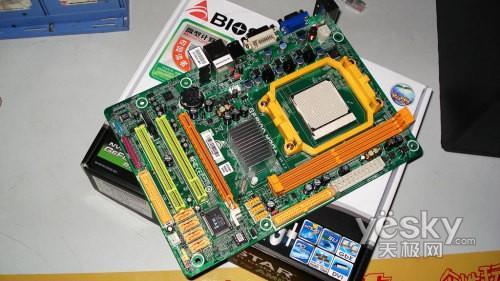 主板采用绿色pcb印刷电路板,micro atx小板设计,适合mini机箱.