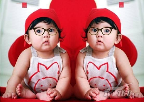 可牛制作可爱的双胞胎宝宝艺术照(2)