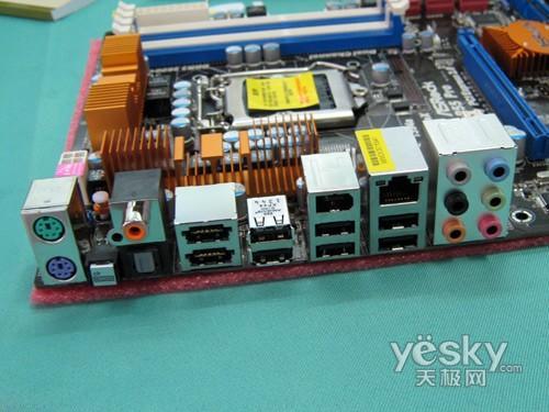 同轴输出接口,双千兆网卡输入端口,板载realtek alc890高保真音频解码